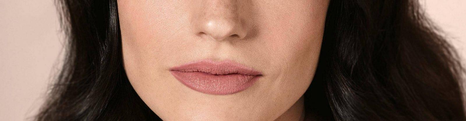 Boca pequena truques para aumentar os lábios com batom